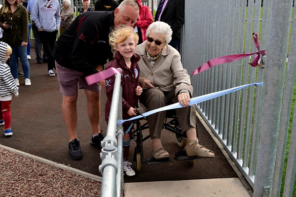 Alexa White (left) and 94-year-old Alma Hinton (right), the oldest surviving member of the Broadwell Amateurs ladies team from 1948, open the new facilities at The Hawthorns.