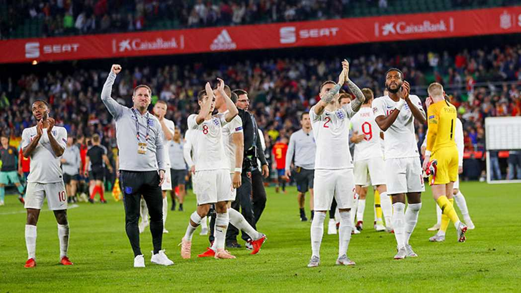 L'équipe national d'Angleterre. - Page 14 151018-800-team-applaud