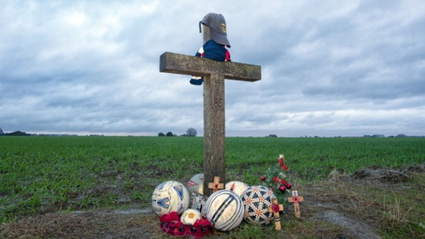 Read how a Christmas Day truce led to British and German soldiers ...