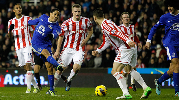 Everton's Steven Pienaar shoots at goal during the Barclays Premier League match against Stoke City