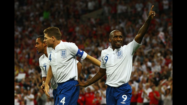 Jermain Defoe celebrates his opening goal.