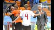 Bert van Marwijk (right) congratulates his players