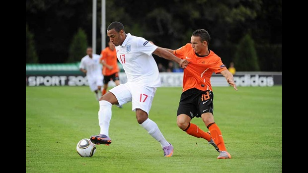 Matt Phillips holds off the challenge of Rodney Sneijder.