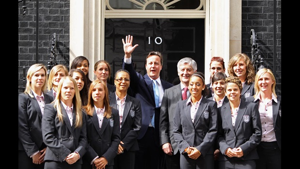 David Cameron with Hope Powell, David Bernstein and the England Women's team on the steps outside No.10 Downing Street.