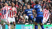 Michael Carrick scores v Stoke City